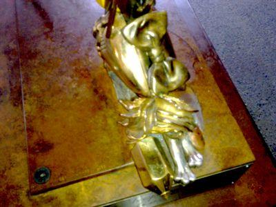 Trophy h foot